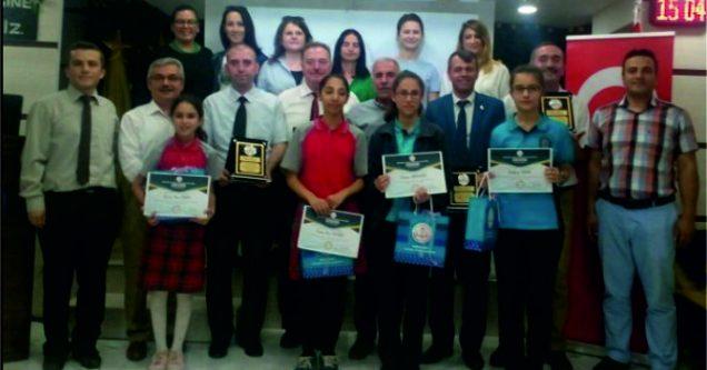 DynEd'de Karacabey'e 5 ödül