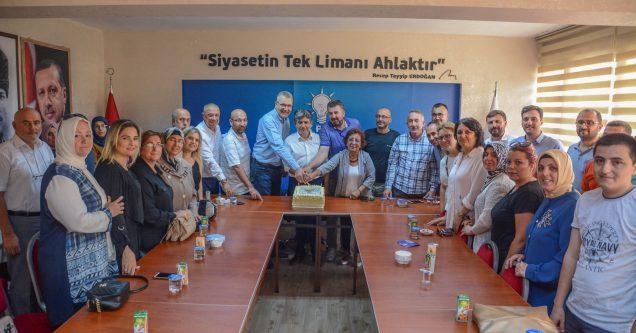 'Türkiye sevdasıyla yaşımız hep 18′