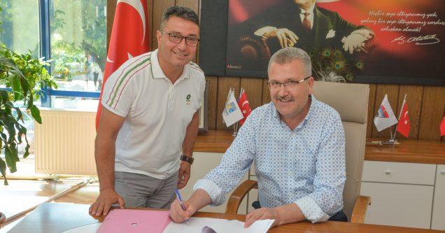 Atatürk Spor Salonu ve Sentetik Saha Karacabey Belediyesi'ne devredildi