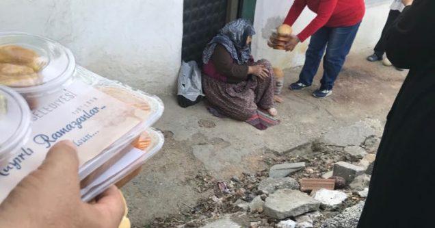 Bin ailenin evine iftar yemeği ulaşıyor