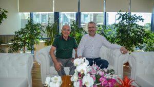 Başkan Özkan'dan Özer'e plaket