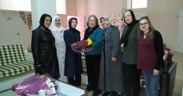 AK Kadınlar'dan emekli öğretmenleri duygulandıran ziyaretler