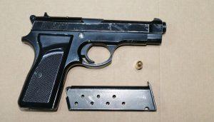 Karacabey'de 5 ruhsatsız  tabanca bulundu