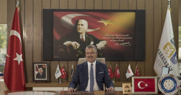 Özkan'dan  Zafer  Bayramı'nda  anlamlı  mesaj