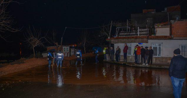 Canbalı Deresi taştı, arazi ve evleri su bastı!
