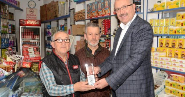 57 yıllık 'Bakkal Amca'ya ödül