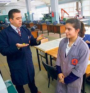 Karacabey'de mesleki eğitime köklü neşter
