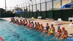 Yenilenen belediye yüzme havuzuna ilgi yoğun