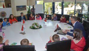 Özkan'la öğrenciler kitap okumaya devam!