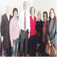 AK Partili kadınlardan emekli öğretmenlere çiçek