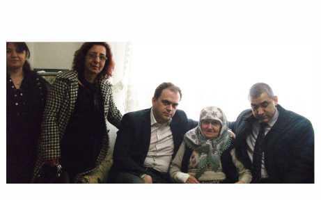 AKP'den yaşlılara anlamlı ziyaretler