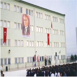 Anadolu Lisesi öğrencileri, spor salonu istiyor!