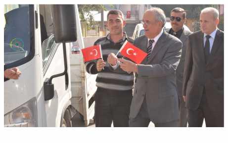 Başkan Koç, bayrak dağıttı