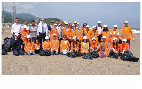 Çevreci öğrenciler Yeniköy'ü temizledi