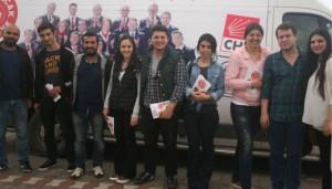 CHP'li gençler seçim çalışmasında