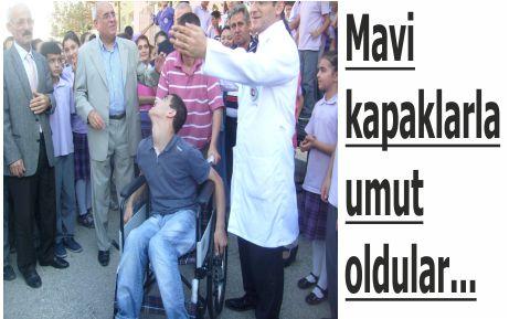 Engelli öğrenciye tekerlekli sandalye desteği