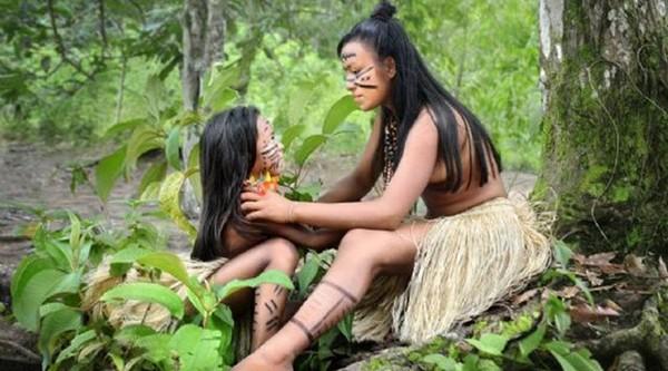 Bambaşka bir kabile!