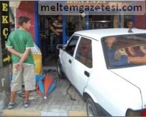 Hararet yapan araç dondurmacıya daldı!