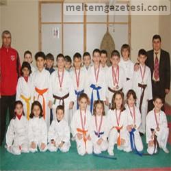 HEM'li karatecilerden 11 madalya