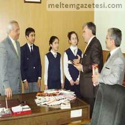 Turhan'dan İstiklal'e kitap desteği