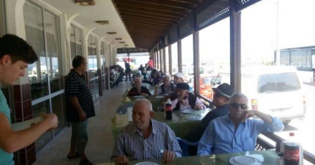 Huzurevi sakinleri  Yeniköy'de  moral depoladı