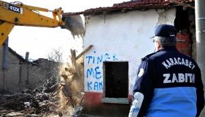 Metruk binalar yıkılıyor
