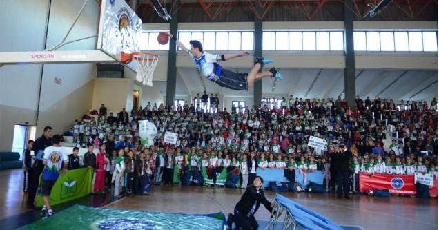 Okul sporları Karacabey'i şenlendirdi