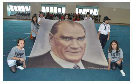 Türk çocuğu Atatürk'ün aynasıdır